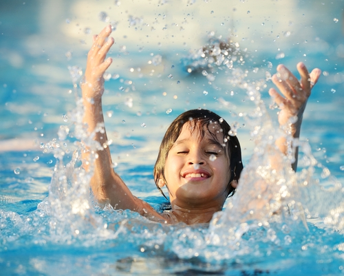 4 Tips to Teach Your Children How to Swim in Your Backyard Pool